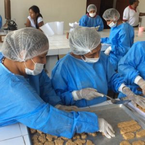 Piscicultores Del Alto Huallaga Aprenden A Elaborar Hamburguesas En Perú
